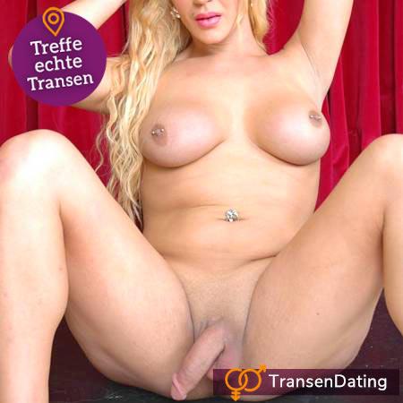Blonde Transe komplett nackt vorm roten Vorhang